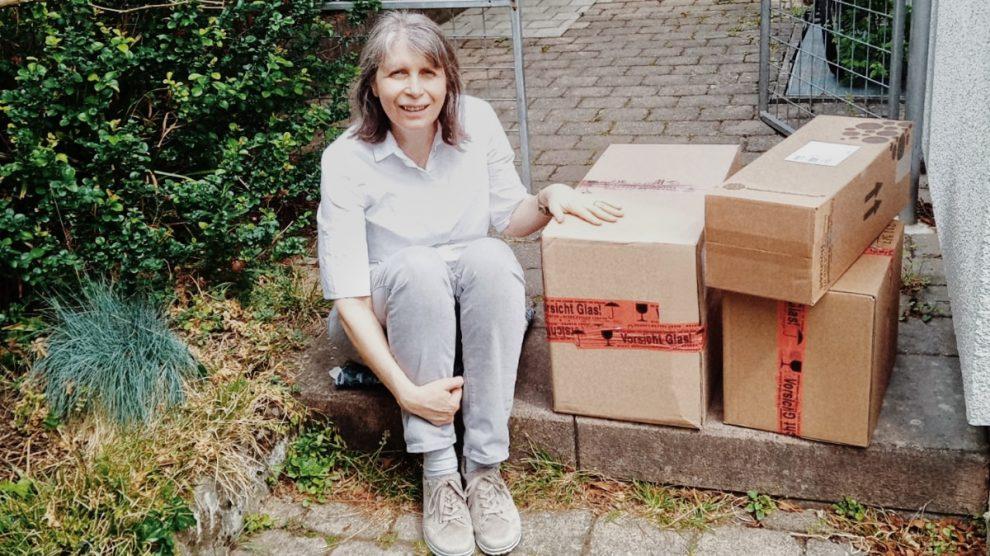 Songwriterin Dorothe Wilmanns mit CD-Lieferung